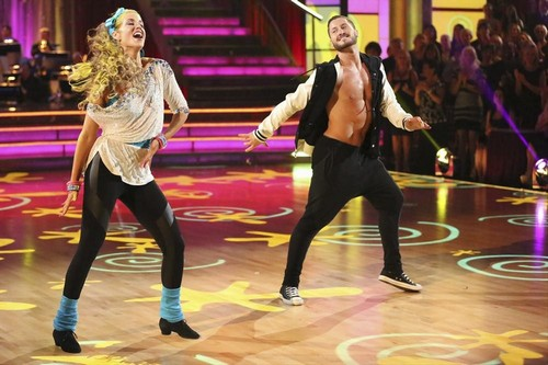 Elizabeth Berkley Dancing With the Stars Cha Cha Video 10/21/13