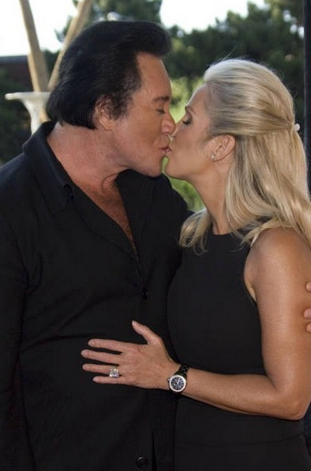 Wayne Newton Accused Of Being A Kissing Sexual Deviant
