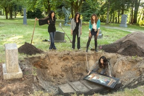 """Witches of East End RECAP 10/13/13: Season 1 Episode 2 """"Marilyn Fenwick, R.I.P."""""""
