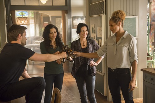 "Witches of East End Recap 8/17/14: Season 2 Episode 6 ""When a Mandragora Loves a Woman"""