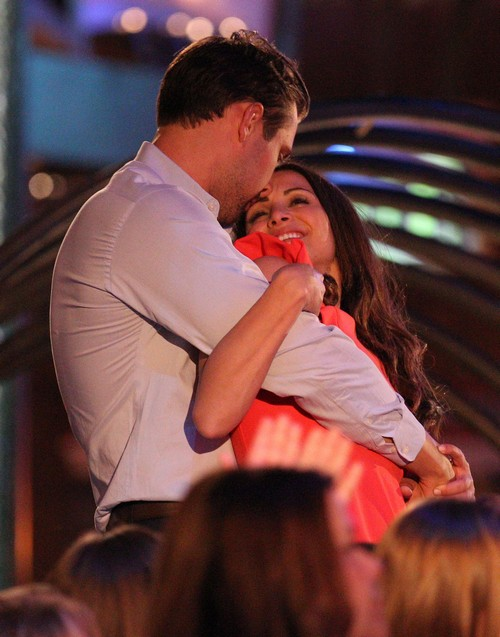 Bachelorette 2014 Season 10 Spoilers Sneak Peek: Andi Dorfman and Marcus Grodd PDA Hook Up At Mohegan Sun 1-on-1 Date (PHOTOS)