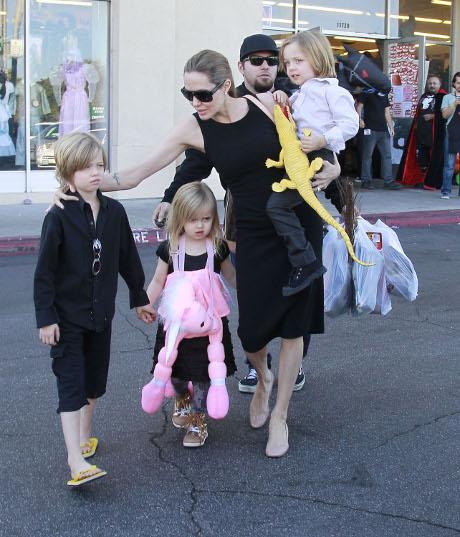 Brad Pitt and Angelina Jolie's Kids Send Santa Claus Their Wish Lists From England!