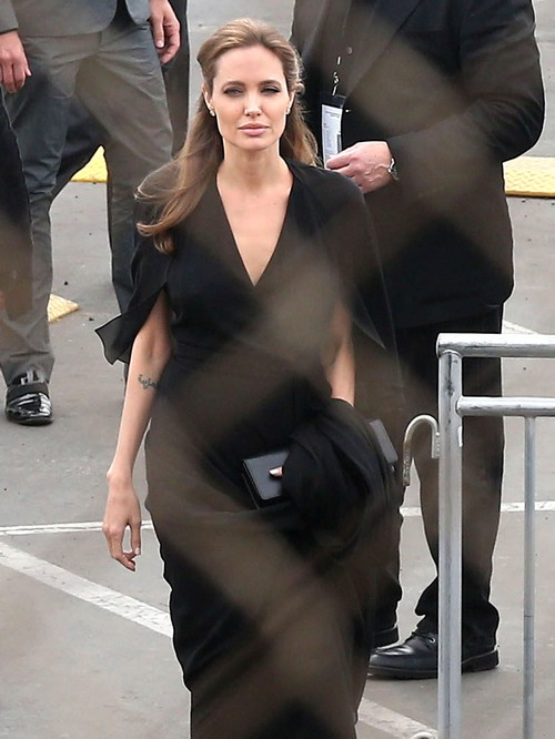 Angelina Jolie Cheating With Jared Leto - Brad Pitt Jealous of Crush?