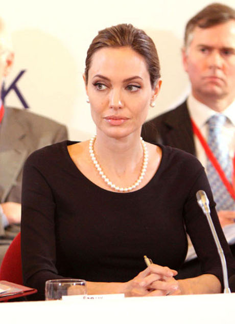 Angelina Jolie Wants Another Baby Before Removing Her Ovaries
