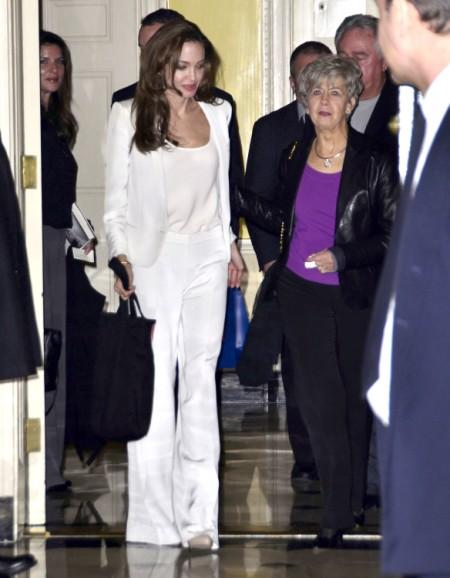 Angelina Jolie Furious At Brad Pitt's Mom, Jane Pitt, For Political Letter 0712