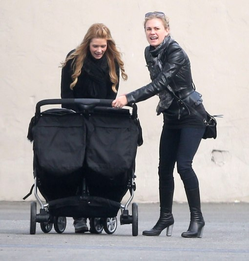 Anna Paquin Does Some Solo Shopping With One Of Her Twins (Photos)