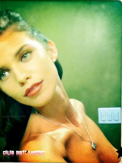 AnnaLynne McCord Slips Her Nip Into Fan Twitpic (Photo)