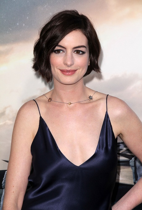 Anne Hathaway Ebola Scare: Refused Journalist's Handshake Because She Feared She'd Catch Ebola!