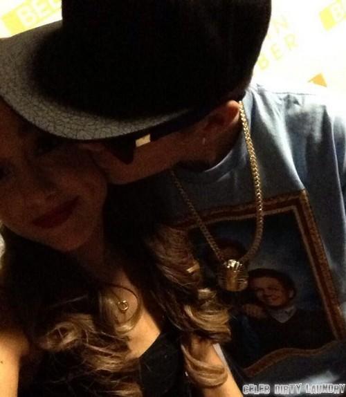 Justin Bieber and Ariana Grande Kissing - Selena Gomez Laughs (PHOTO)
