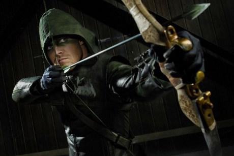 Arrow Season 1 Premiere Review: A Green Arrow Soars onto The CW and Lands a Bullseye!