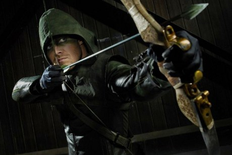 Arrow Season 1 Premiere Review: A Green Arrow Soars onto The CW and Lands a Bullseye!