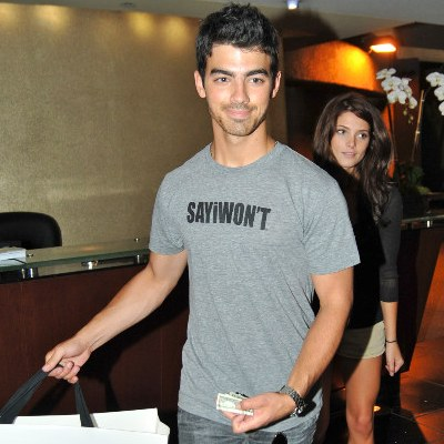 Joe Jonas Jealous Of Ashley Greene & Jackson Rathbone?