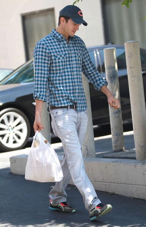 Ashton Kutcher Hides Engagement From Demi Moore - Tells Mila Kunis To Deny Rumors