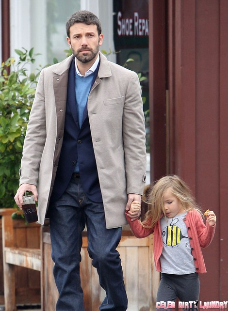 Ben Affleck Puts The Moves On Rihanna and Jennifer Garner Freaks – OK!