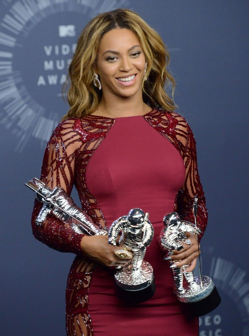 Beyonce Divorce: Jay-Z, Blue Ivy Family Affection Used at VMA Awards For PR - Shoots Down Marriage Trouble Rumors?