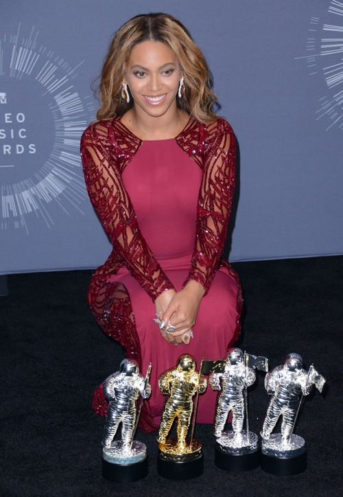 Beyonce Divorce: Cheating Jay-Z Banned Solange Knowles from Backstage VMA - Blue Ivy Publicity Stunt - Nobody Believes Marriage Okay