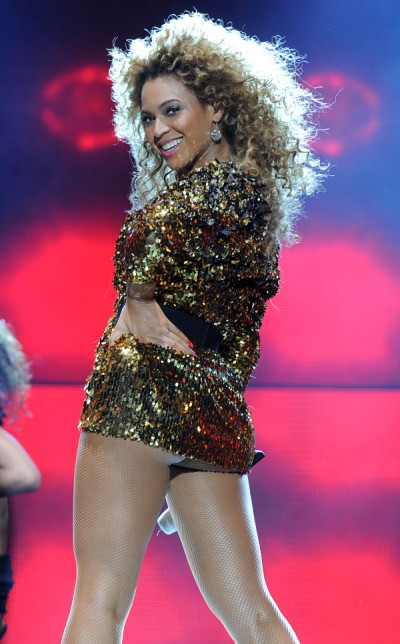 Beyonce's Back! Singer Wows In First Performance Since Baby 0526