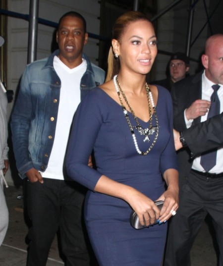 Beyonce And Jay-Z Can't Control Their Love Or Limbs At Coldplay Concert (Video)0612