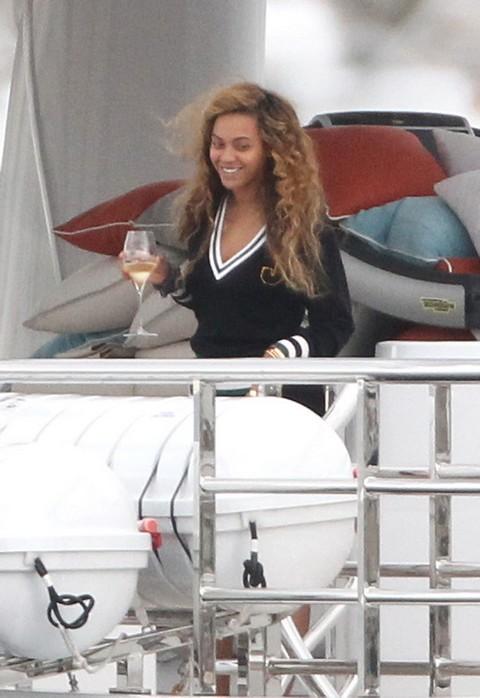 Beyonce Will Definitely Lip-Sync Super Bowl Half-Time Show