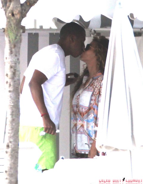 Beyonce Makes Love To Jay-Z While Listening To Her Own Music - Romantic Or Just Weird?