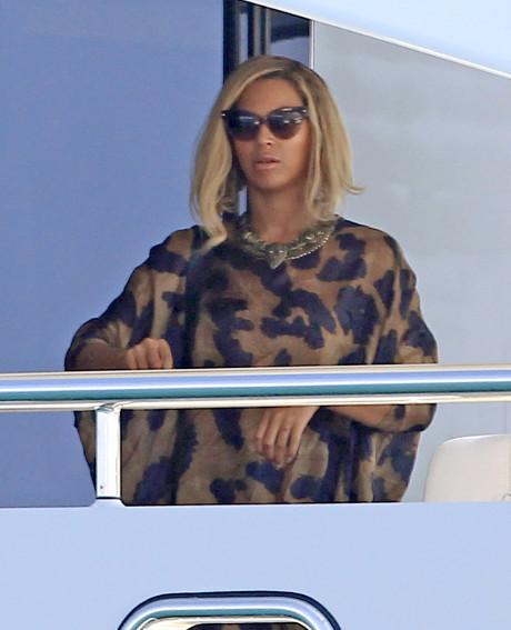 """Beyonce Confirms Break Up Rumors In Her New Song """"Mine"""" About Jay-Z and Blue Ivy"""