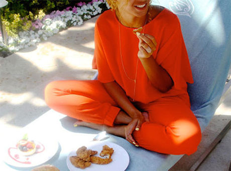 Beyonce Removes Jay-Z Wedding Ring Finger Tattoo: Symbolized Eternal Love - This Relationship Is Over! (PHOTO)