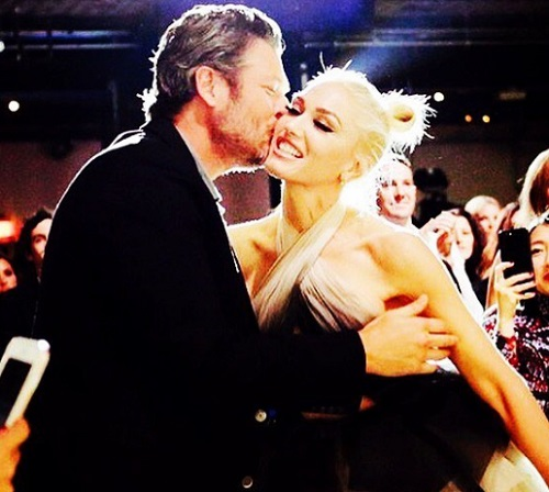 Gwen Stefani & Blake Shelton's Thanksgiving Kiss