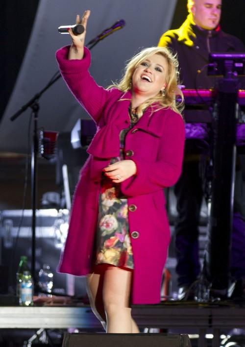 Kelly Clarkson Blames Blake Shelton Cheating on Miranda Lambert For Husband Brandon Blackstock's Affairs