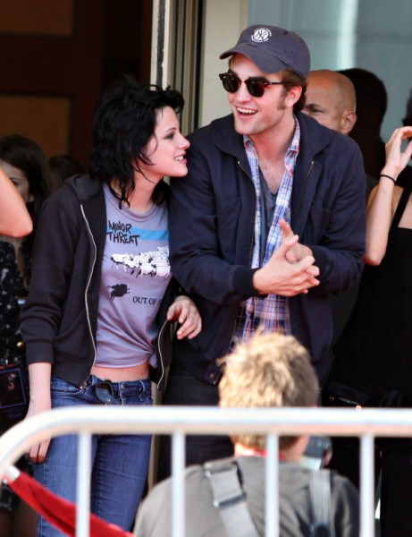 Report: Robert Pattinson Wants To Break Up With Kristen Stewart Again - Having Second Thoughts 1028