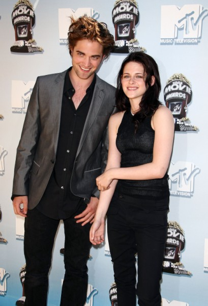 Kristen Stewart, Robert Pattinson To Announce Break Up After Final Twilight DVD Release 0222