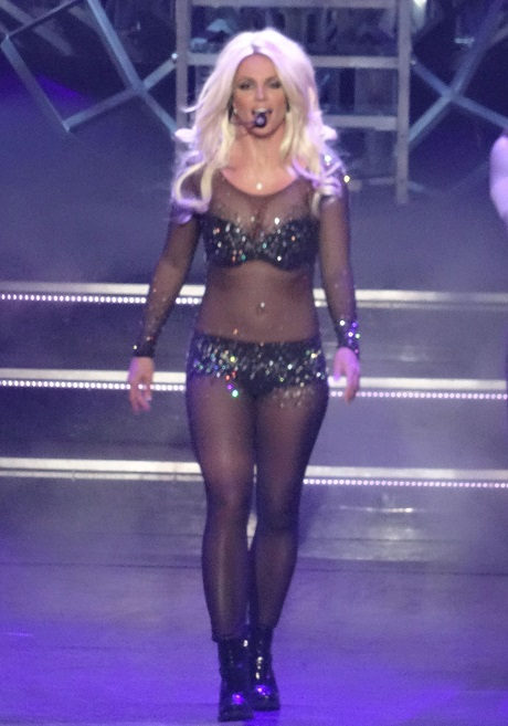Britney Spears Lip-Syncs Sia Song - She Takes The Art Of Fake Singing To A Whole New Level!