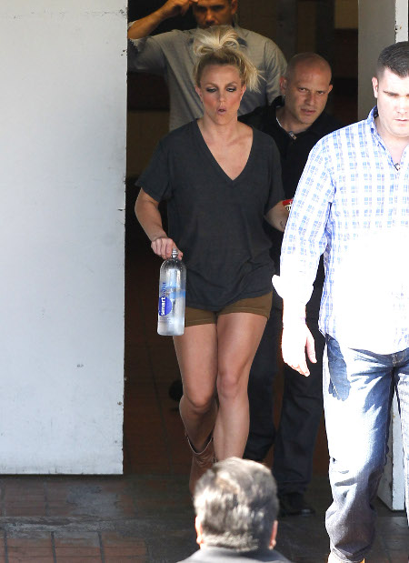 Drama Queen Britney Spears Panicked and Nearly Quit 'X-Factor' on the First Day!