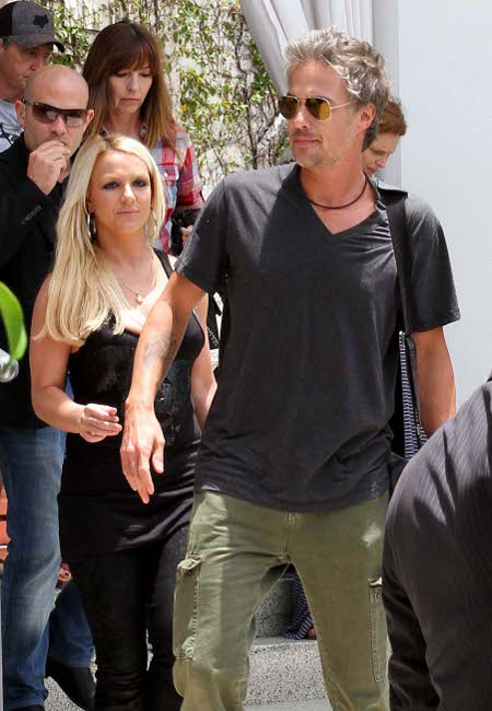 Has Britney Spears Realized Fiance Jason Trawick is a No-Good Loser?