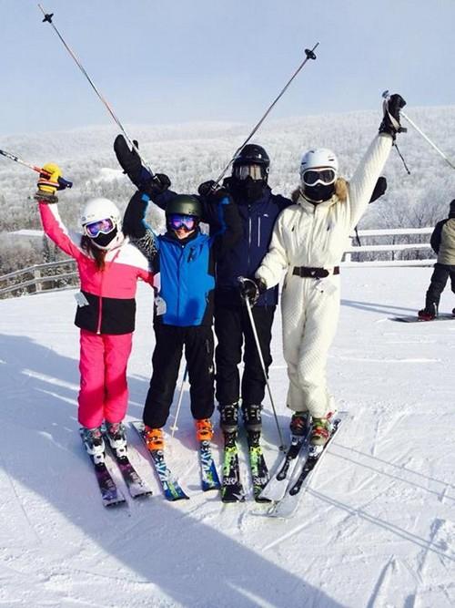 Michael Douglas and Catherine Zeta-Jones New Year's Ski Vacation Pics: Reunite For Holidays (PHOTOS)