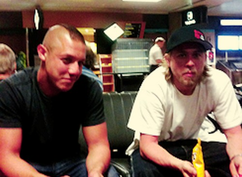 charlie_hunnam_fan_page