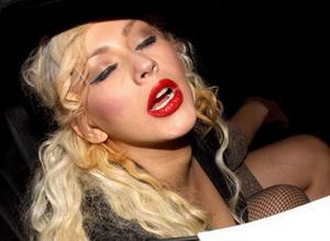 Christina Aguilera Shocker: She Hates Tabloids and Blogs