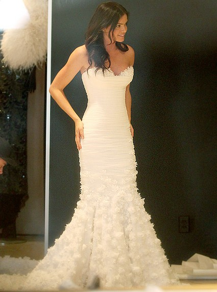 The Bachelor's Courtney Robertson Wedding Dress Shopping, Real or Publicity Stunt?
