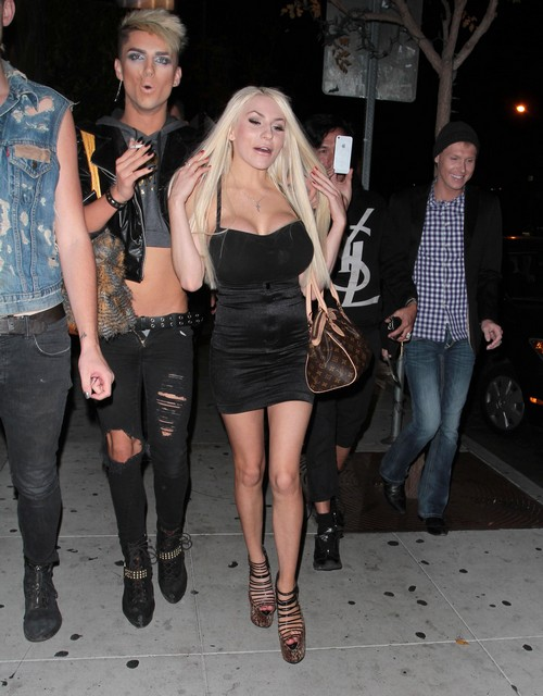 Courtney Stodden Single Life: Shows Off Her New Lips And New Boyfriends Post Split (PHOTOS)
