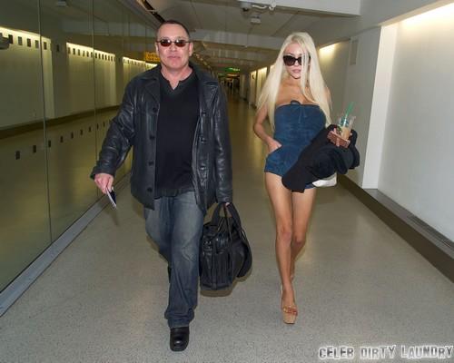 Courtney Stodden & Doug Catch A Flight Out Of London