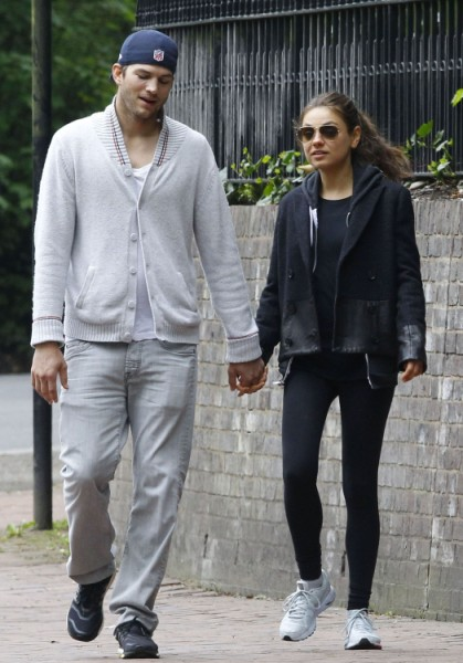 Mila Kunis And Ashton Kutcher Planning English Wedding With Royal Guests 0610
