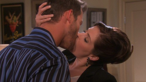 Days Of Our Lives Spoilers: Theresa Uses Cocaine To Lure Brady Into The Abyss - Drug Addiction Awaits?