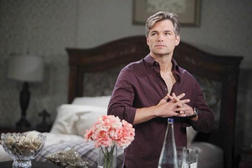 'Days of Our Lives' Spoilers: Secrets Surface as Justin Returns, Adrienne and Lucas Get Close, Hope Haunted by Meredith's Ghost?