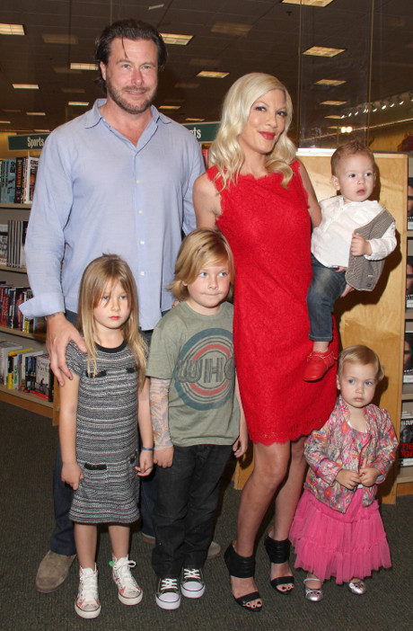 Dean McDermott Throws Himself Into Rehab After Cheating On Wife Tori Spelling!