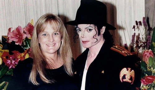Paris Jackson's Mother Debbie Rowe Weighs Almost 300 Pounds – Guilt Drives Her To Eat