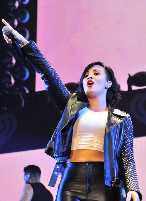 Demi Lovato Flashes Crotch Shot: Shows Off Cellulite In Wardrobe Malfunction