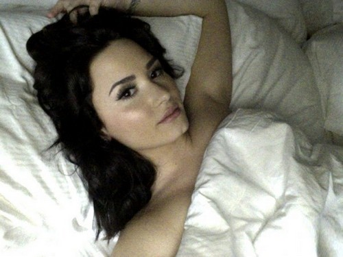 demi-lovato-bare-boobs