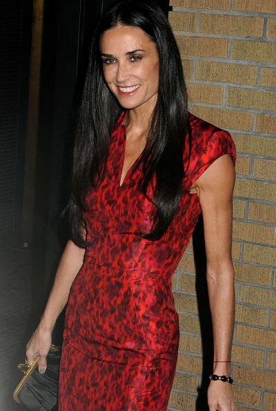 """Demi Moore Plans To Keep Her """"Mrs Kutcher"""" Twitter Handle, For Now"""
