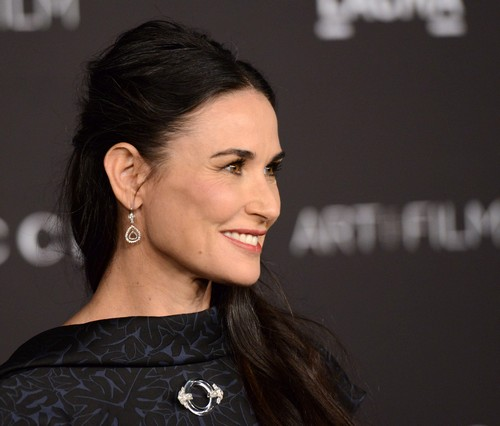 Demi Moore Begs Ashton Kutcher For Baby Access: Wants To Visit Mila Kunis and Wyatt - Mila Uncomfortable?