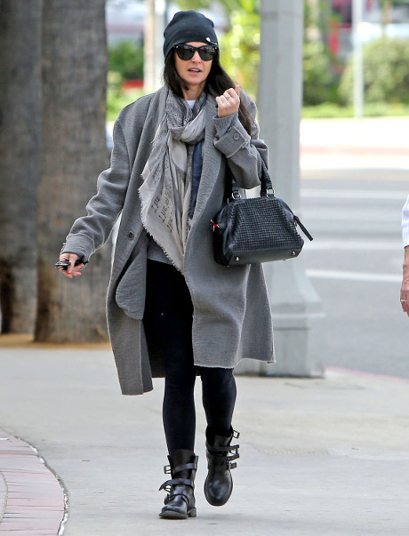 Demi Moore Warns Mila Kunis in Creepy Surprise Phone Call: Ashton Kutcher will Cheat on YOU too!