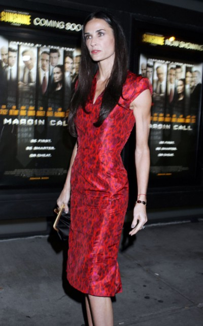 Desperate Demi Moore Spending A Fortune To Get Over Ashton Kutcher Divorce 1023